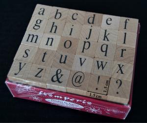 Stampile din silicon pe suport de lemn - alfabet 1.5 x 1.5 cm/buc.